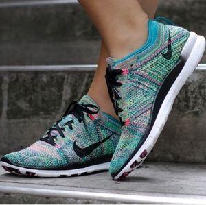 Nike Womans Free 5.0 TR Flyknit